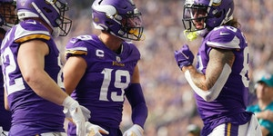 Vikings tight end Tyler Conklin (83) celebrated a touchdown with wide receiver Adam Thielen (19).