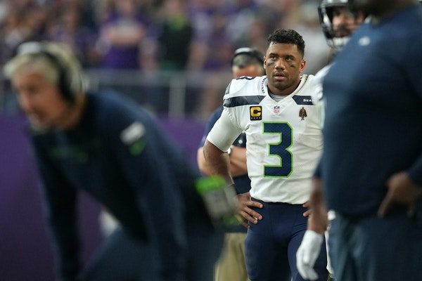 Five extra points: Wilson starting to show his age outside the pocket