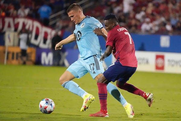 Minnesota United midfielder Robin Lod worked aginst FC Dallas forward Jader Obrian on Saturday night in Frisco, Texas.
