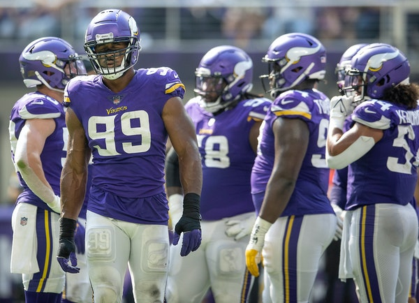 Vikings mailbag: New contract for Hunter? Trade buzz? Fit for Barr?