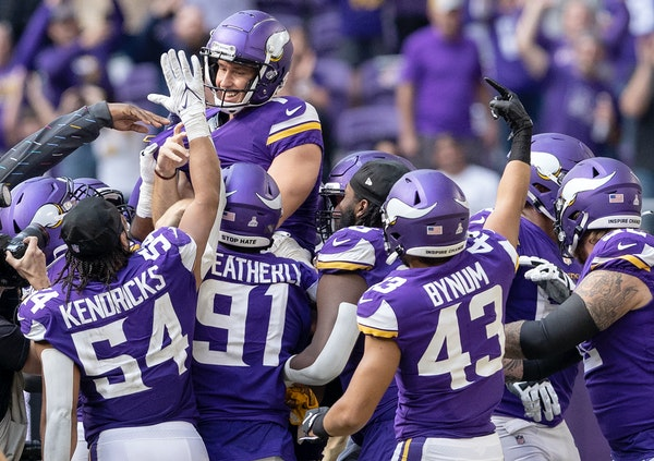 The Vikings celebrated after Greg Joseph kicked a 54-yard field goal to win Sunday's game over the Lions.