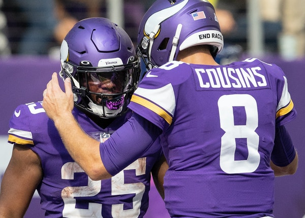 Minnesota Vikings quarterback Kirk Cousins (8) celebrated after throwing a touchdown to Alexander Mattison in the second quarter.