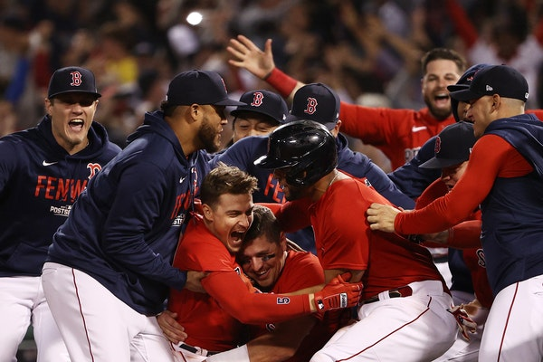 The Red Sox's Kiké Hernandez (5) celebrated with teammates after his walk-off sacrifice fly defeated the Rays 6-5 during Game 4 of the ALDS at Fenw
