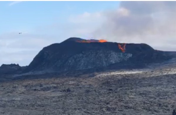 Fagradalsfjall volcano eruption in Iceland (3 second-video)