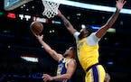 Warriors guard Stephen Curry maneuvered around Lakers forward Anthony Davis.
